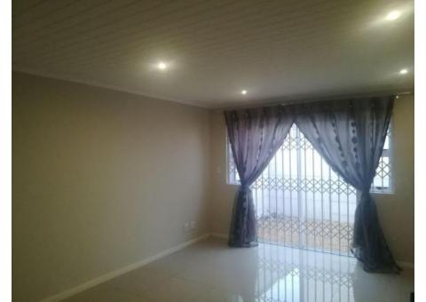 2 Good size bedrooms with blinds in Ottery, Cape Town