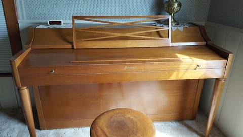 For sale Baldwin spinet piano